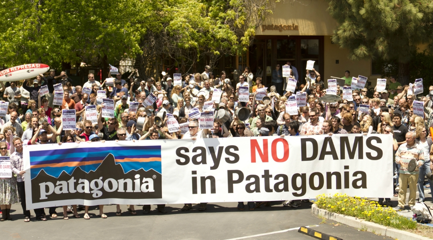 Stew-Pot Protest at Patagonia Headquarters for a Patagonia Without Dams – Take Action Today [Updated]