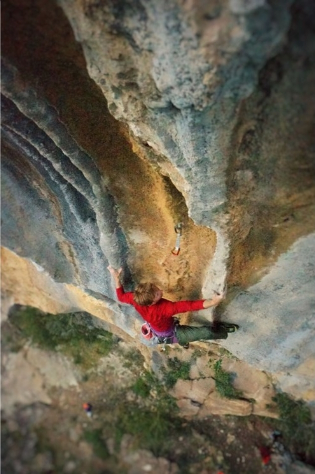 Arnaud Petit sends Fields of Joy (F8a), the more difficult of the two new routes they established. Çarshovë, Albania. Photo: Stéphanie Bodet
