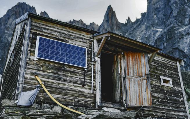 The Charpoua Hut, a minimalist hideaway in the heart of a granite sanctuary. Photo: Pierre Cadot